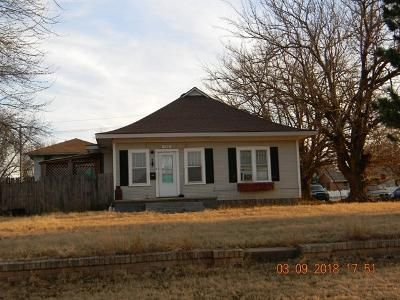 2 Bed 1 Bath Foreclosure Property in Clinton, OK 73601 - Terrace Ave