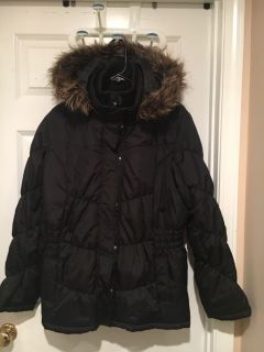 Nice heavy thick winter coat with faux fur collar that s remove-able.