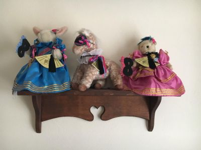 Shelf and collectible Bears.