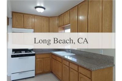 3 bedrooms Apartment - Well maintained large front 3BR Home on shared lot.