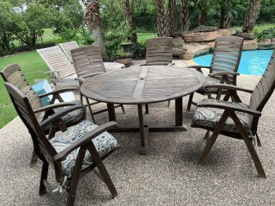 Round teak outdoor table & chairs