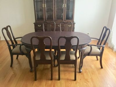 Ethan Allan Queen Anne Dining Table and Chairs