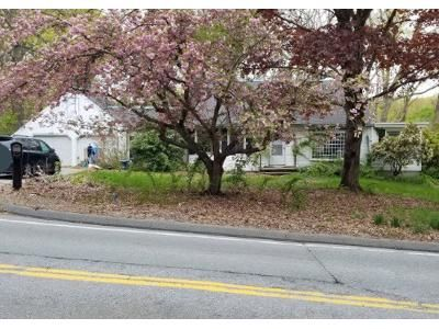 2 Bed 2 Bath Preforeclosure Property in East Greenwich, RI 02818 - Middle Rd