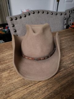 100% Wool Renegade Crushable & Water Repellent Cowboy Hat Size Medium. Excellent Condition