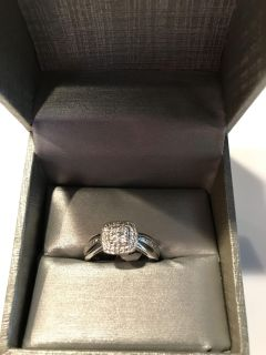 NEW IN THE BOX ZALES STERLING SILVER QUAD DIAMOND RING SIZE 7 IT WILL MAKE AN EXCELLENT GIFT