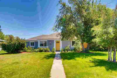2620 Oneida Street DENVER Three BR, From the moment you pull up