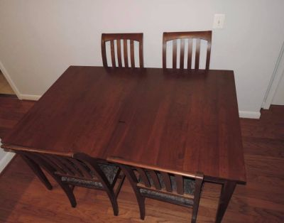Ethan Allen dining / banquet table with four chair