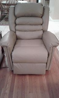 Catnapper Power Lift/Recline Chair - Rarely Used