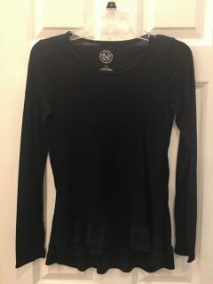 Adorable Hi-Lo Black Long Sleeve Top. So soft! SZ 16 Girls Great Condition!