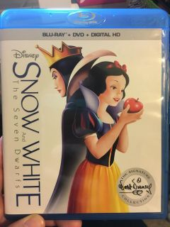Snow White : ISO Hold - Donna Tugwell