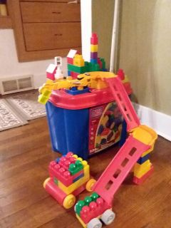 Mega Bloks!! Tub with building station, ramps and lots of fun!