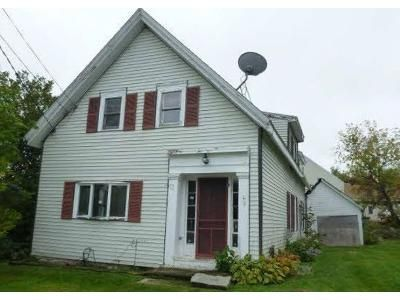 3 Bed 1.5 Bath Foreclosure Property in Winterport, ME 04496 - Washington St