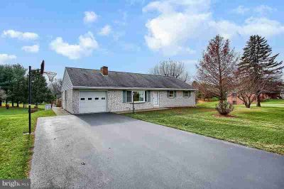12 Farm Ln Lititz Three BR, Very nice brick home in nice area