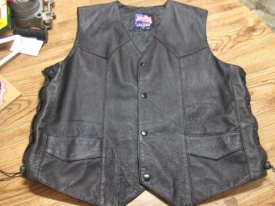 MOTORCYCLE LEATHER VEST SIZE LARGE