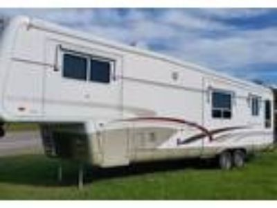2001 Newmar Mountain-Aire 5th Wheel in Locke, NY