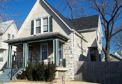 Maplewood home w garage, fenced yard, updated kitchen, oak hardwood floors!