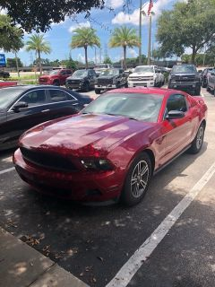 2011 Ford Mustang V6 Premium (race red)