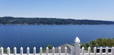1 bed apt with views of Lake WA, parking and W/D in unit