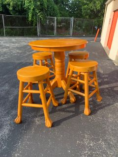 Pub table with 4 stools