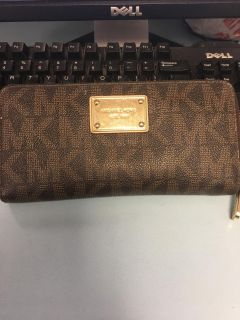 Authentic Michael Kors wallet. Scroll for more pics at top.