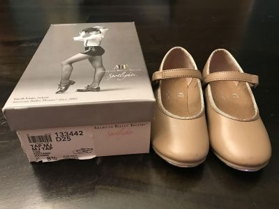 Tap shoes, little girl size 8.5