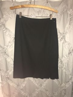 Women s The Limited business or casual black skirt size 4 excellent condition