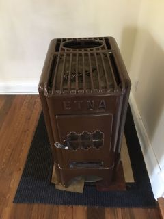 Antique wood stove/ four bois