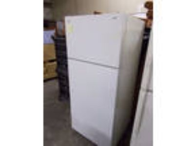 AP1800 GE Used White Top Freezer Refrigerator