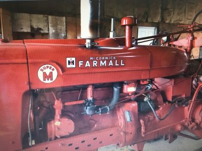 "Farmall SUPER ""M"" Wide front tractor"
