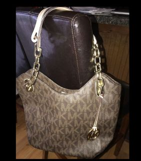 AUTHENTIC MICHAEL KORS PPU IN EXCELLENT CONDITION