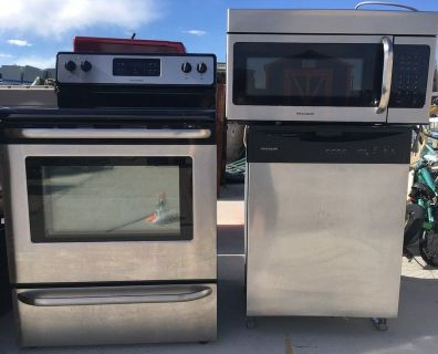 LOCAL PICKUP ONLY FRIGIDAIRE 3 PIECE MATCHING STAINLESS STEEL KITCHEN SET - NEED GONE BY MONDAY
