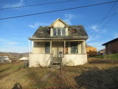 3 Bed 1 Bath Foreclosure Property in Mannington, WV 26582 - Walnut Ave