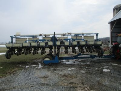 1997 Kinze 2600 no-till planter for sale in Myerstown, PA.
