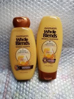 1 Set of whole blends shampoo n conditioner