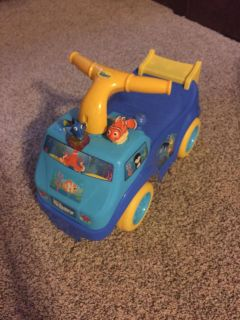 Dory ride on car