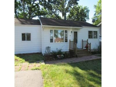 3 Bed 1 Bath Foreclosure Property in Lake Villa, IL 60046 - N Terry Dr W