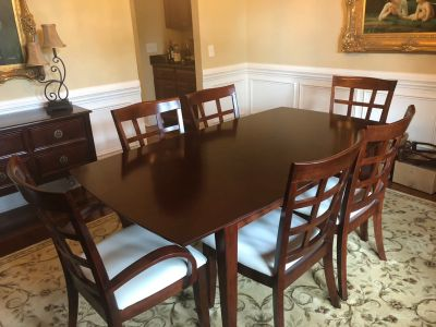 Dining Room Table w/6 chairs...EUC