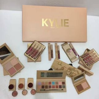 Hot Kylie Take Me On Vacation Edition Birthday Collection Makeup set take me on vacation -Nude
