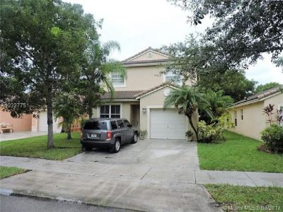 GREAT CONDITION PRICED TO SELL HOME!