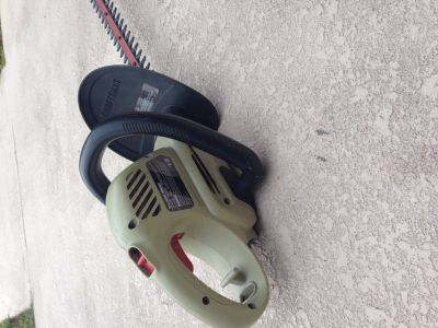 """AWESOME deal! 18"""" electric hedge trimmer."""