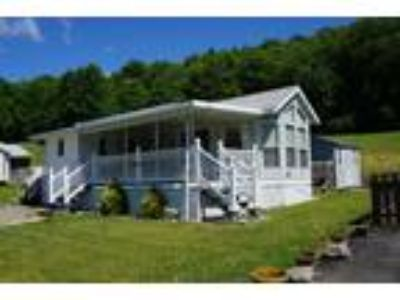 Immaculate Mobile Home-$29,495 in Donegal PA (15628) at [url removed]