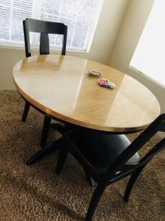 Round table 2 chairs