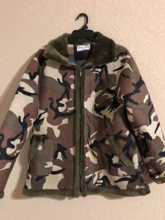 Camouflage Thick Zip Up Front Fleece Winter Coat. This is like New! FIRM