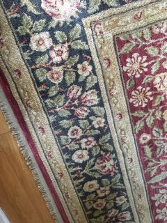 Shaw area rug measuring 9 6 x 13 1