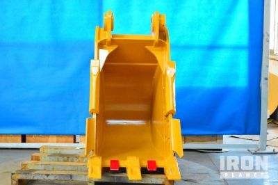 "Emaq 24"" Excavator Bucket - Fits Cat 320 - Unused"