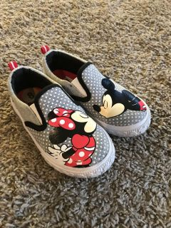 Toddler girls 8 Minnie/Mickey shoes EEUC
