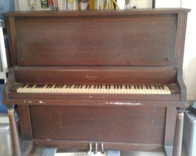 Kinze upright piano