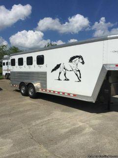 2009 Kiefer Built 4 horse trailer with dressing room