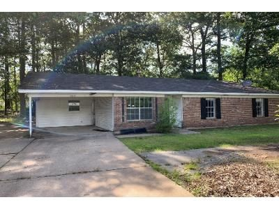 3 Bed 2 Bath Foreclosure Property in White Hall, AR 71602 - Phillips St