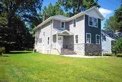 626 Townsend Pl North Plainfield, Look no further...This